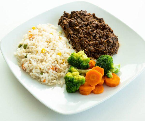 45. Pollo con mole con arroz y verduras al vapor, Obento Casero